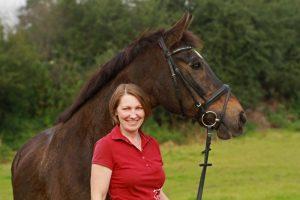 Anja Rothkugel Pferdeosteopathin, Pferdephysiotherapeutin undTherapeutinfürTraditionell Chinesischer Medizin ( Akupunktur / Kräuter )
